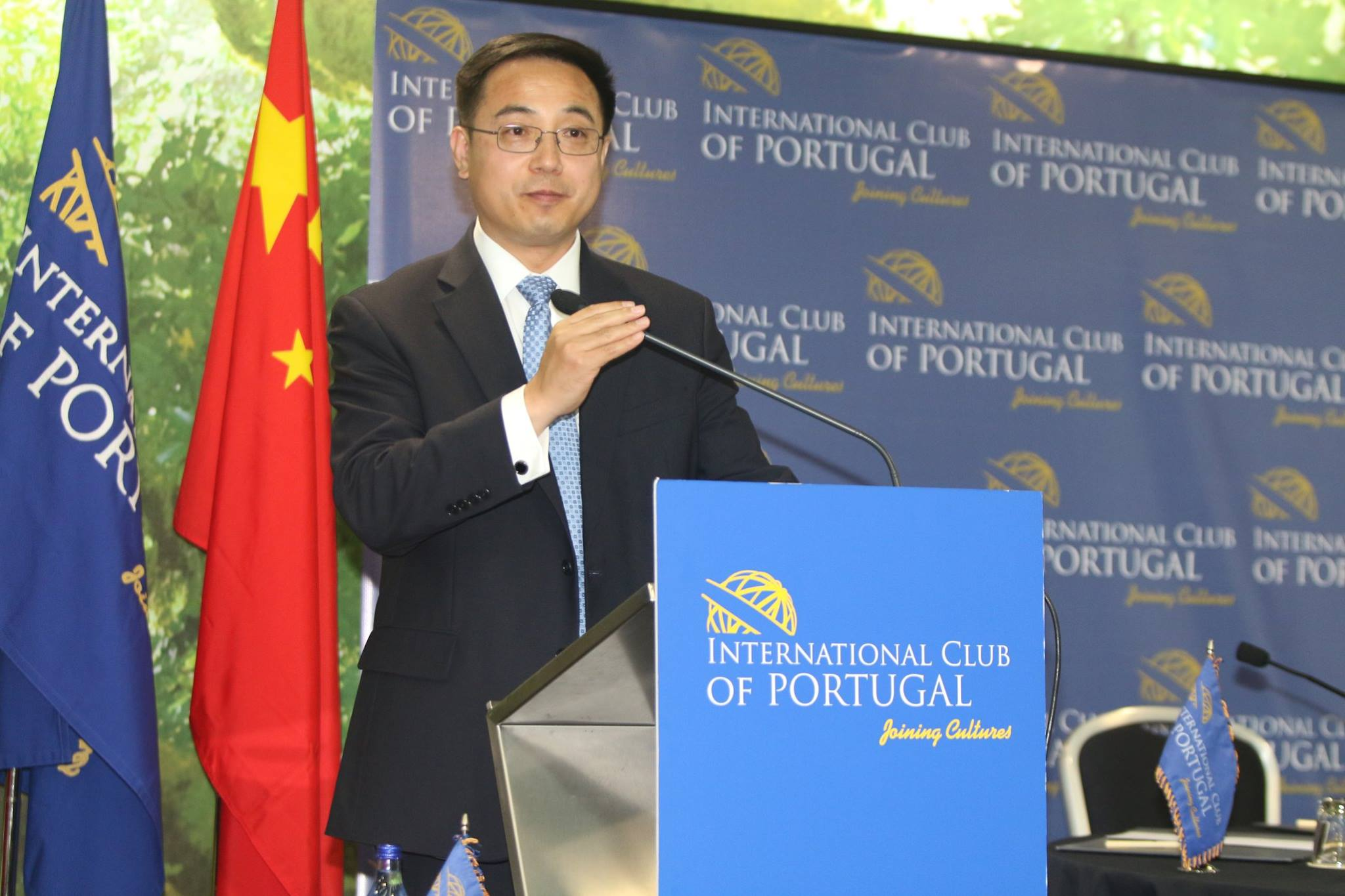 <p>Cai Run, Embaixador da República Popular da China</p>